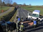 20161206_B465_Bad-Wurzach_Unterschwarzach_Unfall_Frontal_eingeklemmt_Transporter_Pkw_Feuerwehr_Poeppel_new-facts-eu_027
