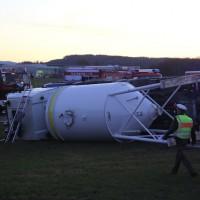 20161208_Unterallgaeu_Wolfertschwenden_Lkw-Unfall_Zementsilo_Feuerwehr_Poeppel_new-facts-eu_017