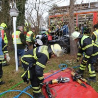 20161211_Unterallgaeu_Buxheim_Unfall_Pkw_Baum_Feuerwehr_Poeppel_0043
