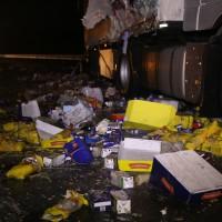 20161221_A96_Aitrach_Aichstetten_Lkw-Unfall_Ladung_Polizei_Poeppel_0023