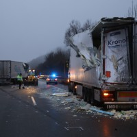 20161221_A96_Aitrach_Aichstetten_Lkw-Unfall_Ladung_Polizei_Poeppel_0049