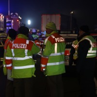 20160101_A7_Groenenbach_Woringen_Unfall_toedlich_Lkw-Pkw_Karambolage_Feuerwehr_Poeppel_0042