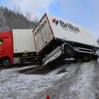 20170105_A96_Leutkirch_Altmannshofen_Lkw_Unfall_Schneeglaette_Polizei_0022