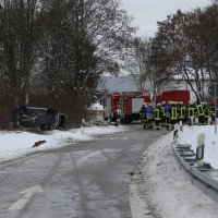20170107_A7_Leubas_Pkw-Unfall_Baum_Schwerverletzte_Feuerwehr_Poeppel_0019