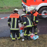 20170324_A96_Weissensberg_Lkw-Unfall_Feuerwehr_Oel_Poeppel_0028