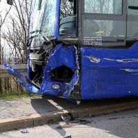 20170404_Kaufbeuren_Bus_Pkw_Unfall_Rettungsdienst_Polizei_dedinag_0002