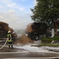 20170817_Unterallgaeu_B16_Hausen_Salgen_Lkw-Heuballen-Brand_Feuerwehr_Poeppel-0039_1