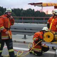 29017-08-04_A96_Wangen_Argentalbruecke_Unfall_Feuerwehr_Poeppel-0007