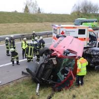 2017-11-05_A96_Mindelheim_Stetten_Transporter_Pkw_Feuerwehr_Poeppel_0021
