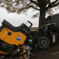 2017-11-07_Unteralgaeu_Hasberg_Lkw-Unfall-Feuerwehr_Poeppel_0012