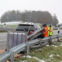 2017-11-16_A7_Kempten-Leubas_Unfall_Leinoel_Anhaenger_Polizei_Poeppel_0005