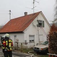 2017-11-17_Unterallgaeu_Wolfertschwenden_Zimmerbrand_Feuerwehr_Poeppel_0010