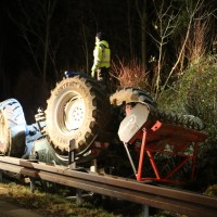 2017-11-20_A7_Dietmannsried_Leubas_Unfall_Traktor_Boeschungsarbeiten_Polizei_Kutter_Poeppel-0008