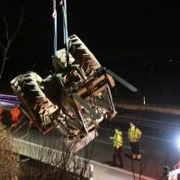 2017-11-20_A7_Dietmannsried_Leubas_Unfall_Traktor_Boeschungsarbeiten_Polizei_Kutter_Poeppel-0016