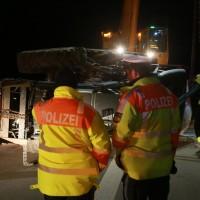 2017-11-20_A7_Dietmannsried_Leubas_Unfall_Traktor_Boeschungsarbeiten_Polizei_Kutter_Poeppel-0034