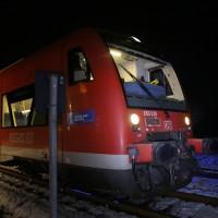 2017-12-01_Unterallgaeu_Breitenbrunn_Pkw_Regionalzug_Feuerwehr_Poeppel20171201_0002