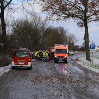 2017-12-09_Kellmünz_Altenstadt_Unfall_Schneeglaette_Feuerwehr_Poeppel_0002