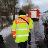 2017-12-09_Kellmünz_Altenstadt_Unfall_Schneeglaette_Feuerwehr_Poeppel_0006
