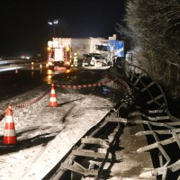 2017-12-17_A7_Altenstadt_Dettingen_Lkw-Unfall_Feuerwehr_Poeppel_0016