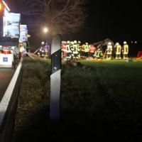 2017-12-23_B312_Erlenmoss_Edenbach_Pkw_Baum_Feuerwehr_Poeppel_0036