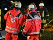 2017-12-23_B312_Erlenmoss_Edenbach_Pkw_Baum_Feuerwehr_Poeppel_0043
