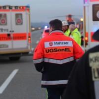 2017-12-24_A7_Groenenbach_Woringen_Unfall_schwer_Feuerwehr_Poeppel_0026