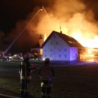 2017-12-24_Unterallgaeu_Altisried_Großbrand_Gebaeude_Feuerwehr_Poeppel_0043