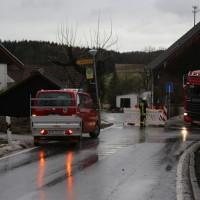 2018-01-04_Ravensburg_Immenried_Daecher-beschaedigt_Stadel-abgedeckt_Feuerwehr_Unwetter_Poeppel_0002