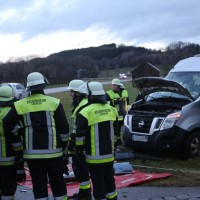 2018-01-19_Unterallgaeu_Erkheim_Guenz_Unfall_Lkw_Transporter_Feuerwehr_Poeppel_0014