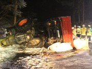 2018-03-02_Mooshausen_Haslach_Traktor-Unfall_Glaette_Feuerwehr_Bergung_0006