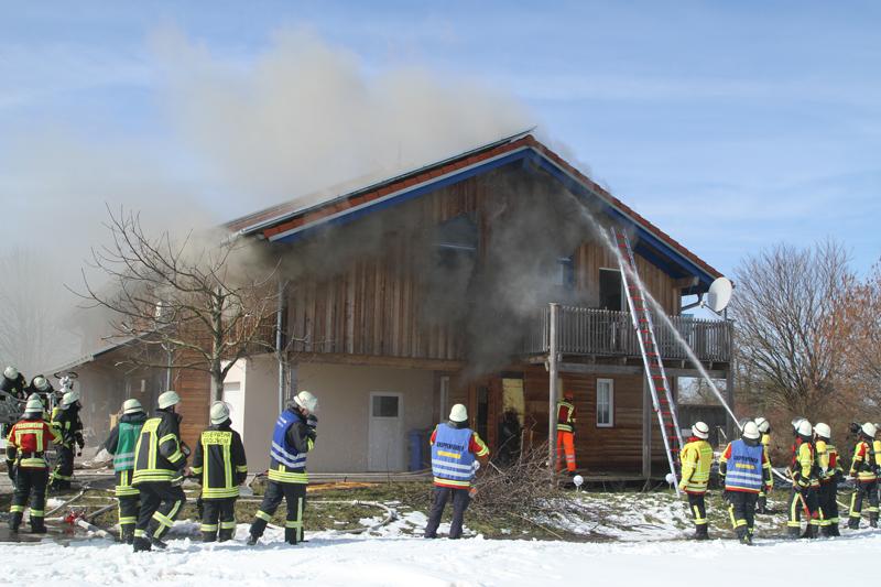 2018-03-05_Bibeach_Kirchdorf_Brand_Fassade_Feuerwehr_0023