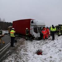 2018-03-19_B12_Kaufbeuren_Neugablonz_Lkw-Unfall_Feuerwehr_0008