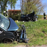 2018-04-24_Ostallgaeu_Oberguenzburg_Frontal_Unfall_schwer_Feuerwehr_0007