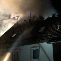 2018-05-30_Biberach_Waldenhofen_Dachstuhlbrand_Feuerwehr_0008