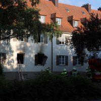 2018-06-14_Memmingen_Zimmerbrand_Mehrfamilienhaus_Feuerwehr_0002