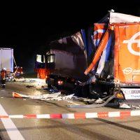 2018-08-27_A96_Leutkirch_Lkw-Unfall_Gefahrgut_Feuerwehr_00010