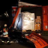 2018-08-27_A96_Leutkirch_Lkw-Unfall_Gefahrgut_Feuerwehr_00053
