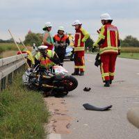 2018-09-02_B300_Heimertingen_Niederrieden_Motorrad_Lkw_Unfall_Feuerwehr_00014