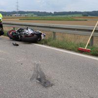 2018-09-02_B300_Heimertingen_Niederrieden_Motorrad_Lkw_Unfall_Feuerwehr_00020