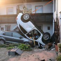 2018-09-16_Ostallgaeu_Stetten-Auerberg_Unfall_Pkw-Wohnhaus_Feuerwehr_00004