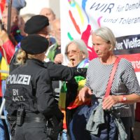 2018-09-30_Unterallgaeu_Ottobeuren_AFD_Bunt_DEMO_Polizei_00082