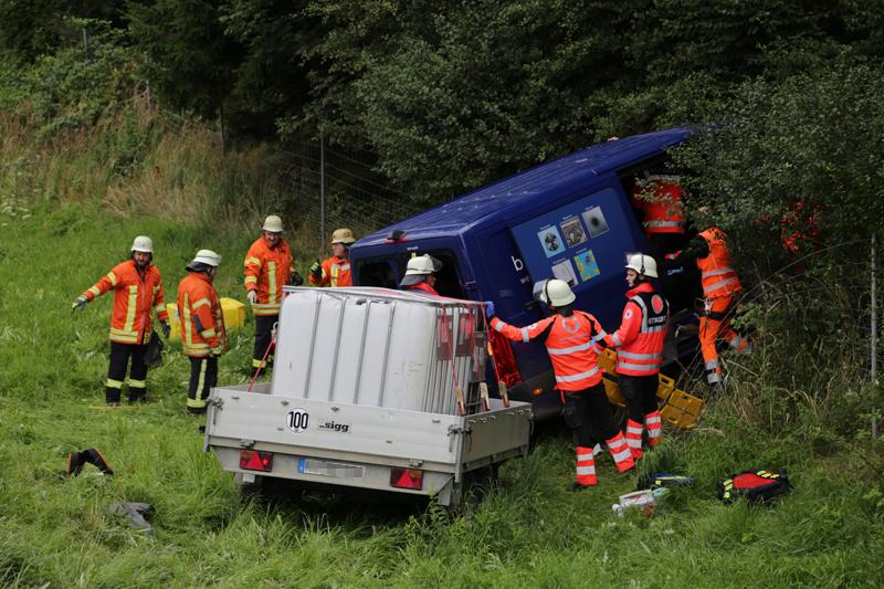 2019-08-15_A96_Aichstetten_Leutkirch_Unfall_Autobahnstrassenmeisterei_Feuerwehr_Poeppel_0011