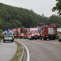 2019-08-15_B19_Kempten_Waltenhofen_Hegge_Unfall_frontal_Feuerwehr_Poeppel_0003