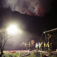 2019-11-23_Aitrach_Ruine_Brand-Dachstuhl_Kamin_FeuerwehrIMG_2094
