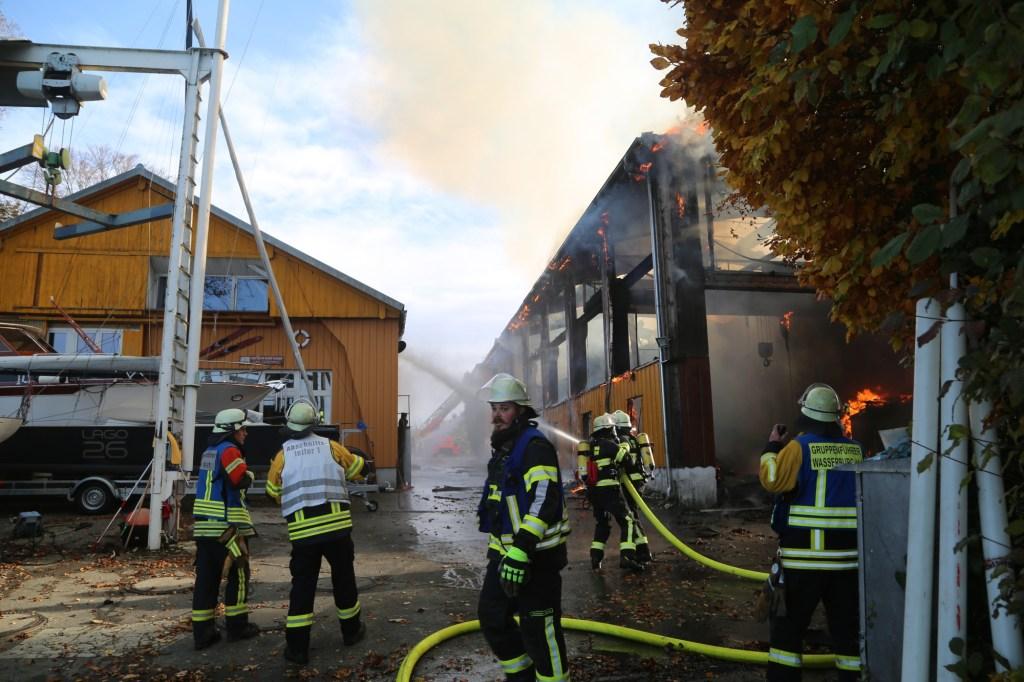 2019-11-24_Lindau_Wasserburg_Brand_Werkstatt_Werft Bodensee_FeuerwehrIMG_1694