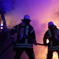 2019-12-04_Memmingen-Steinheim_MN30_Transporter_Brand_FeuerwehrIMG_2235