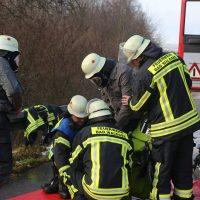 2019-12-10_B30_Ravensburg_Enzisreute_Baindt_Lkw-Unfall-Gefahrgut_Feuerwehr_PoeppelIMG_2423