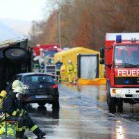 2019-12-10_B30_Ravensburg_Enzisreute_Baindt_Lkw-Unfall-Gefahrgut_Feuerwehr_PoeppelIMG_2438