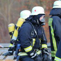 2019-12-10_B30_Ravensburg_Enzisreute_Baindt_Lkw-Unfall-Gefahrgut_Feuerwehr_PoeppelIMG_2439