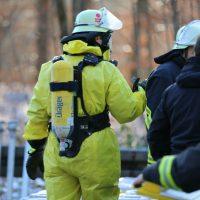2019-12-10_B30_Ravensburg_Enzisreute_Baindt_Lkw-Unfall-Gefahrgut_Feuerwehr_PoeppelIMG_2486